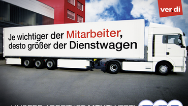 LKW mit Text: Je wichtiger der Mitarbeiter desto größer der Dienstwagen.