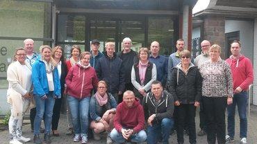 VL Sankelmark 08.-10.05 Teilnehmer vor dem Schulungzentrum