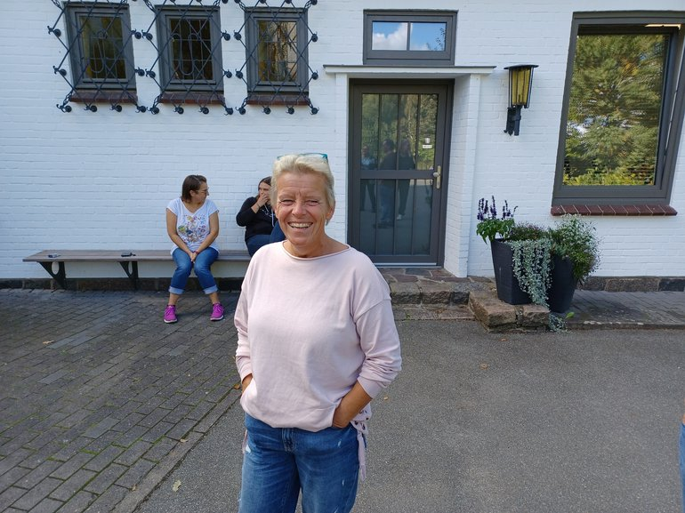 Tina ist Vertrauensfrau in Uetersen - im Hintergrund netzwerken K